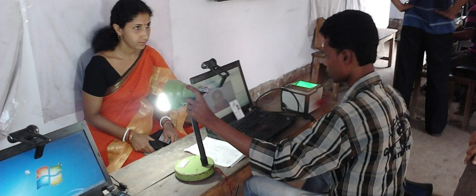 Aadhaar_-_Biometric_Data_Collection_-_Chirantani_Vidyapith_-_Howrah_2012-08-10_01545-970x400.jpg