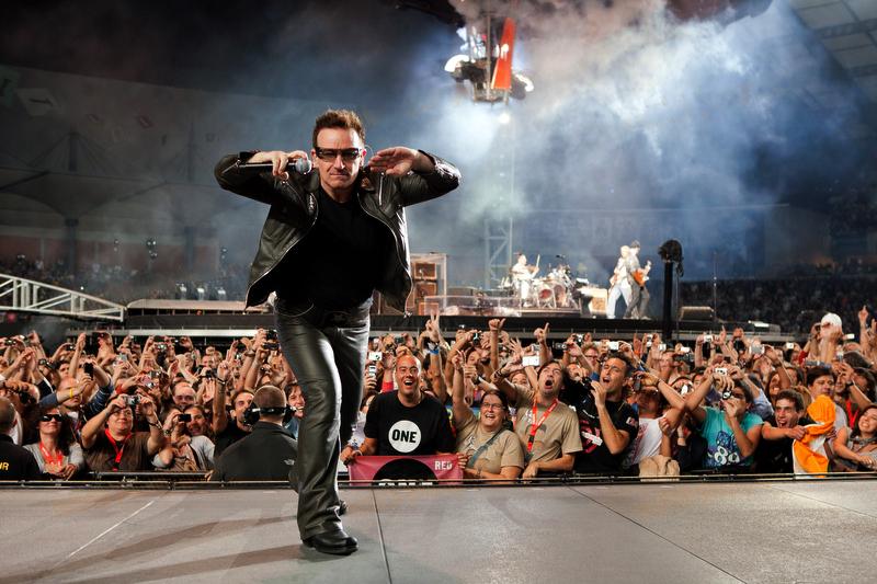 U2_360_Degrees_Tour_2010-10-02_-_Estádio_Cidade_de_Coimbra_Bono.jpg