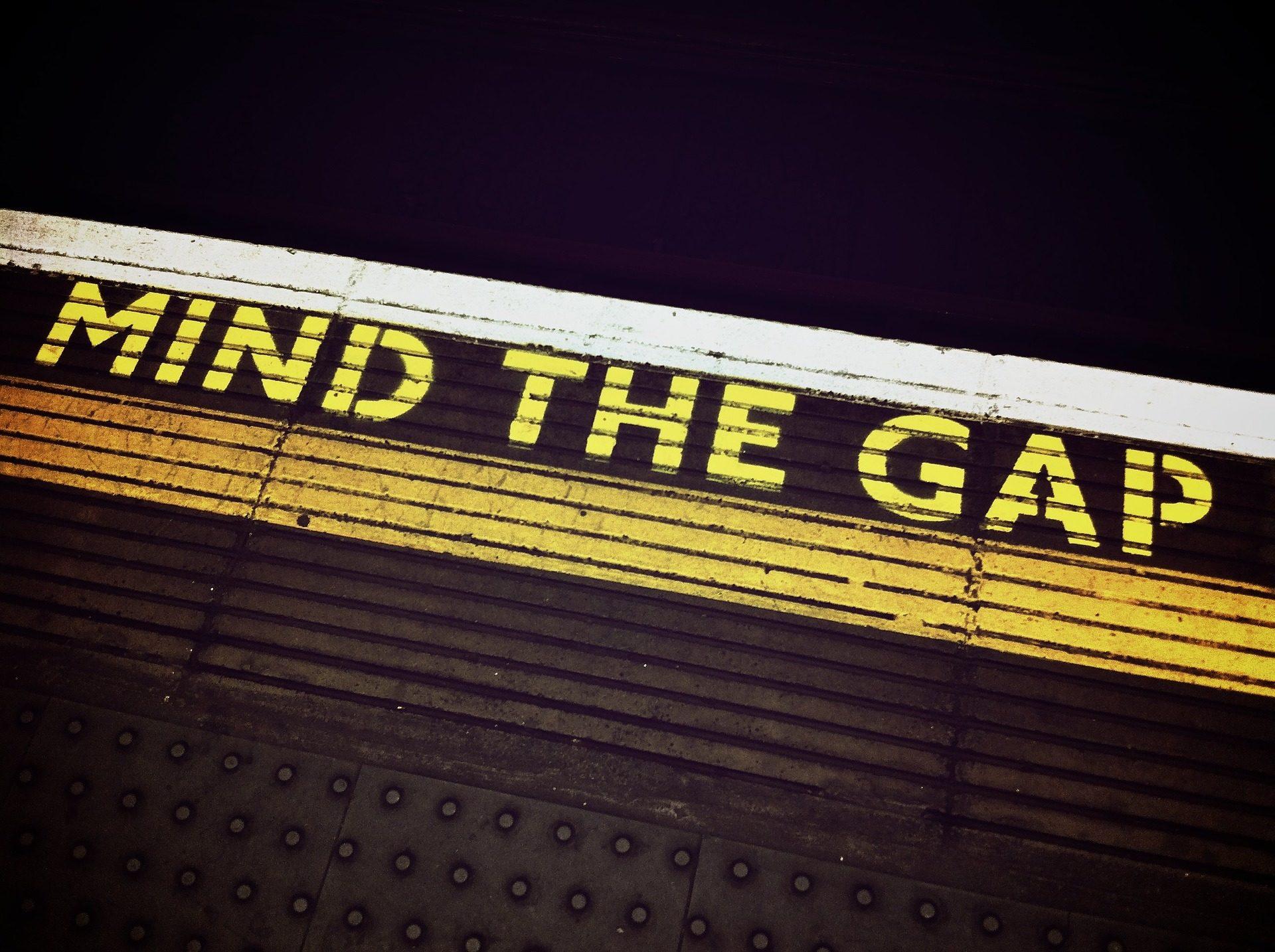 mind-the-gap-1876790_1920-1920x1434.jpg