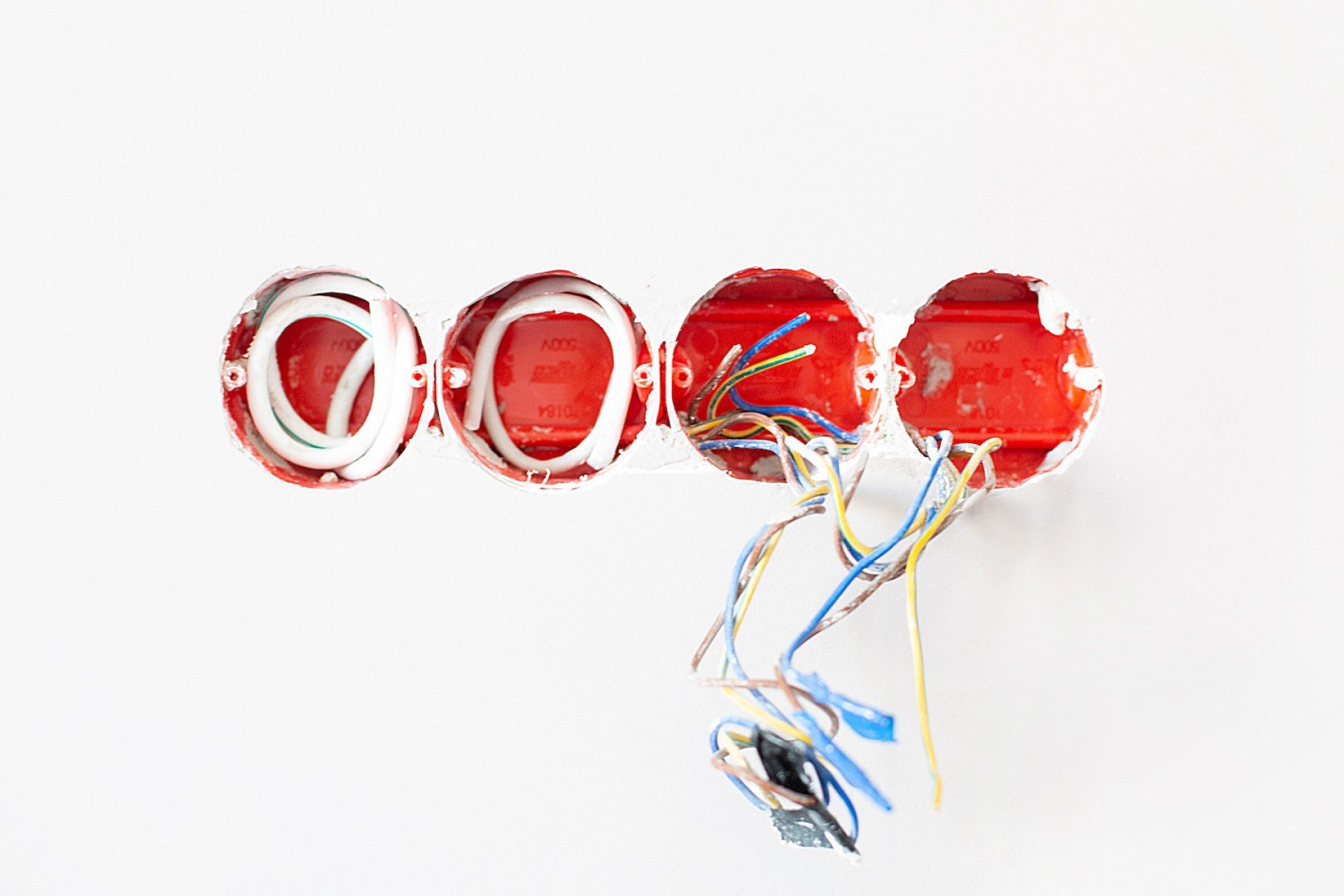 bright-cables-color-1583656-2-1920x1280.jpg